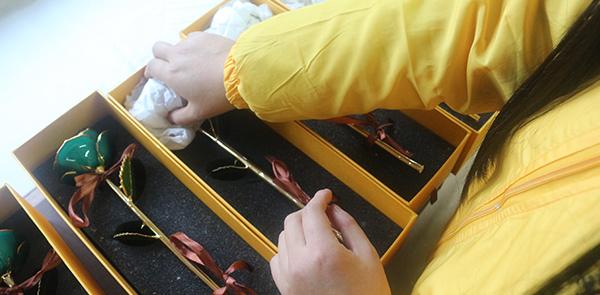 黛雅镀金玫瑰包装盒打包