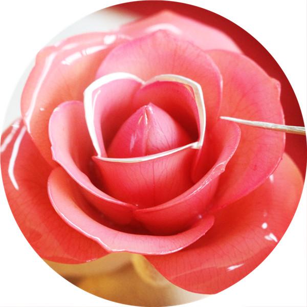 镀金玫瑰表面是纯金吗?
